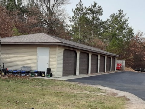 Wood Hollow garages